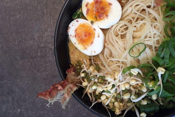 Hvordan laver man Ramen Japansk nudelsuppe supreme